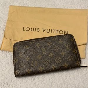 Vintage Louis Vuitton zippered wallet